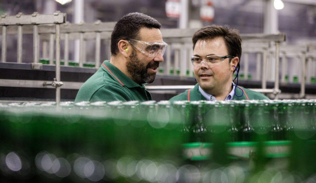 Juan Padilla González (derecha) dirigió el proyecto piloto de impresión 3D.